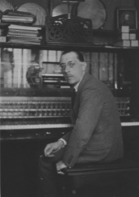 Igor Stravinsky dans les studios Pleyel – Paris, 1922 *